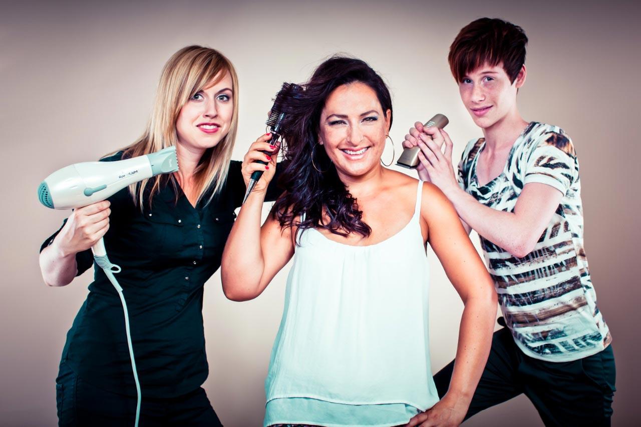 Tým kadeřnického studia Sanett – zleva Veronika Malotínová, majitelka salonu Eva Komínková a Patrik Hagara