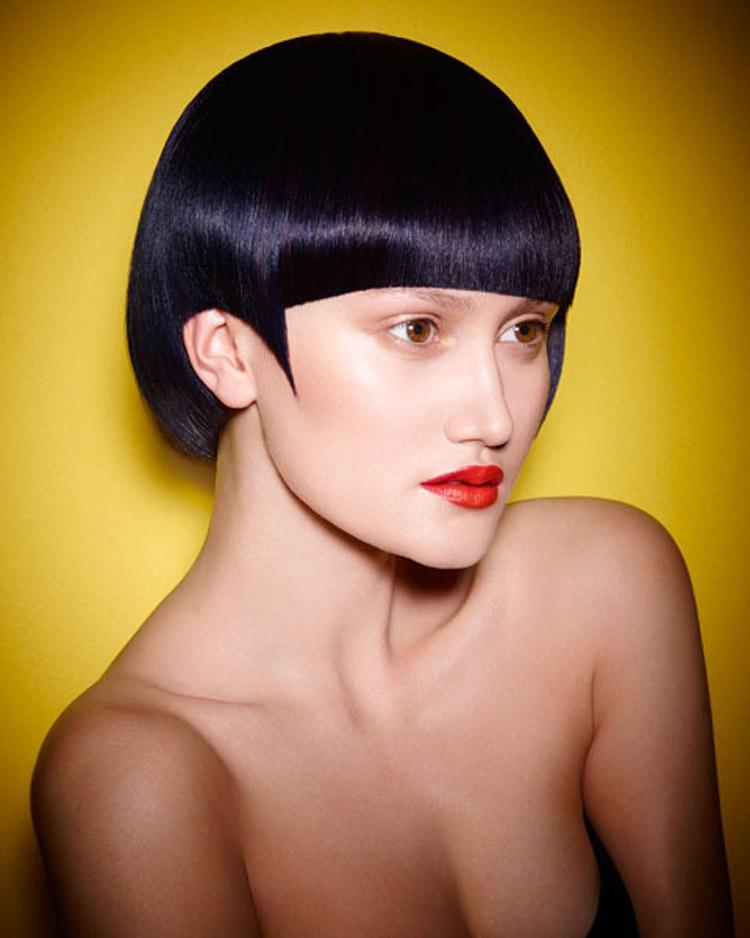 Mikádo 2016 bude díky extra lesklým efektům barvy na vlasy doprovázet nonšalantní hra světla a stínu. Účes je z kolekce Pure od Haringtons Hairdressing.