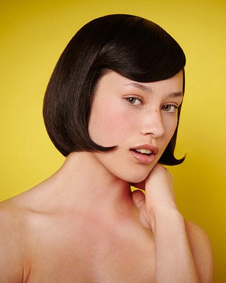 Mikádo s falešnou ofinou v podobě vlny. Účes je z kolekce Pure od Haringtons Hairdressing.