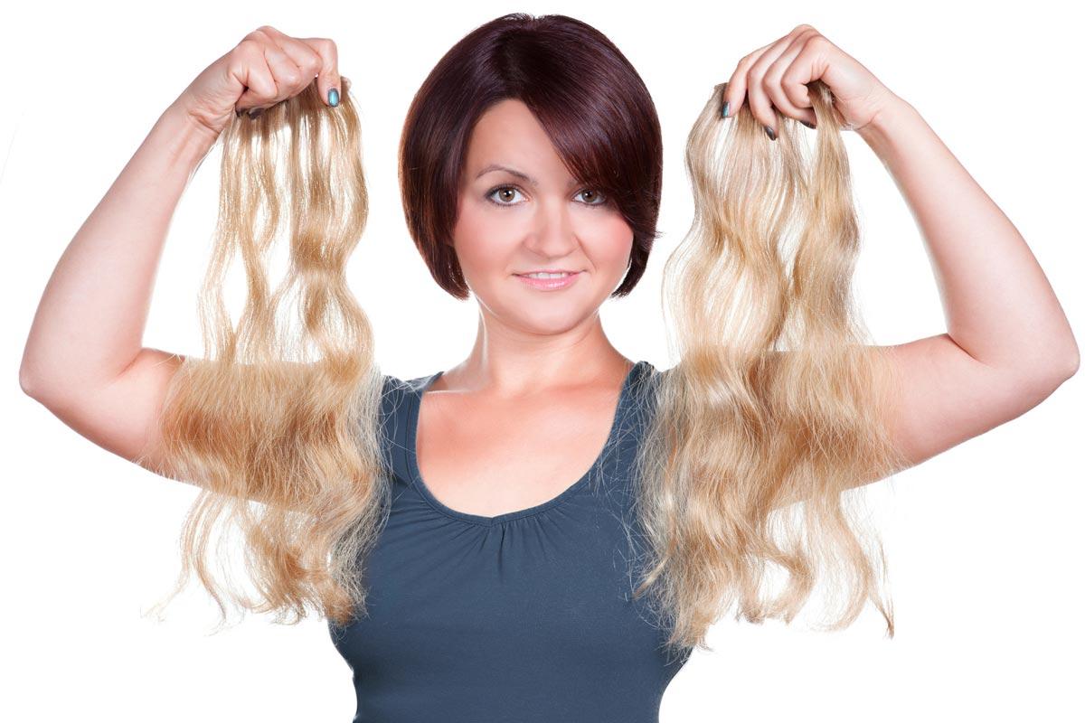 Z krátkých vlasů lze mít dlouhé díky clip-in pramenům již za pár minut.