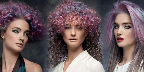 Rose Quartz a Serenity, růžová a modrá, tyto barvy roku 2016 najdou své místo také v účesech. (Účesy jsou kolekce Intercosmo – Kaos To Order, kolekce podzim/zima 2015/16).