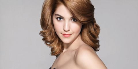Celeste Buckingham s novým odstínem barvy vlasů – ke změně image použila barvu na vlasy Casting Crème Gloss od L`Oréal Paris.