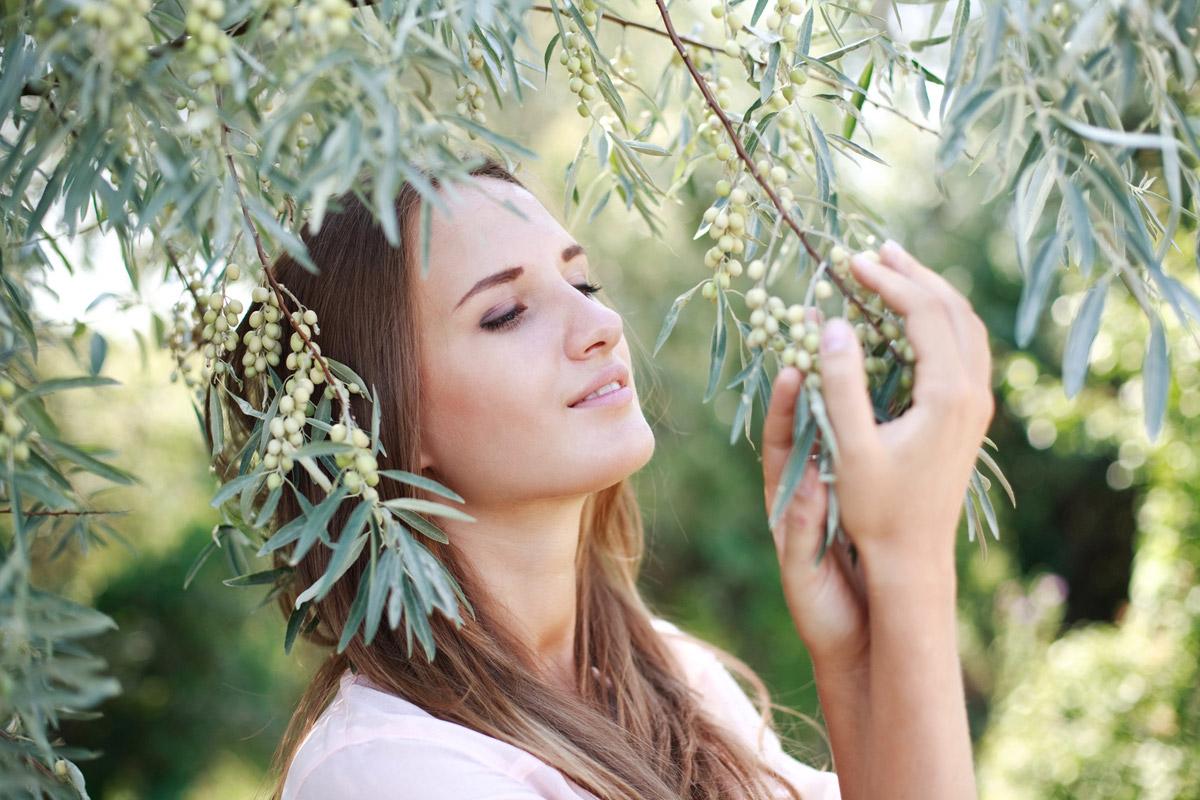 Byliny pro vlasy se speciálními požadavky: pomohou vám vlasy rozčesat, zvýší jejich lesk, měkkost, podpoří růst a také vyřeší problémy s lupy.
