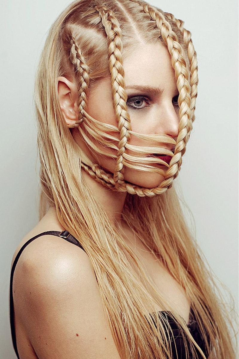 Účesy s copy – módní copánky jako extravagantní závoj.