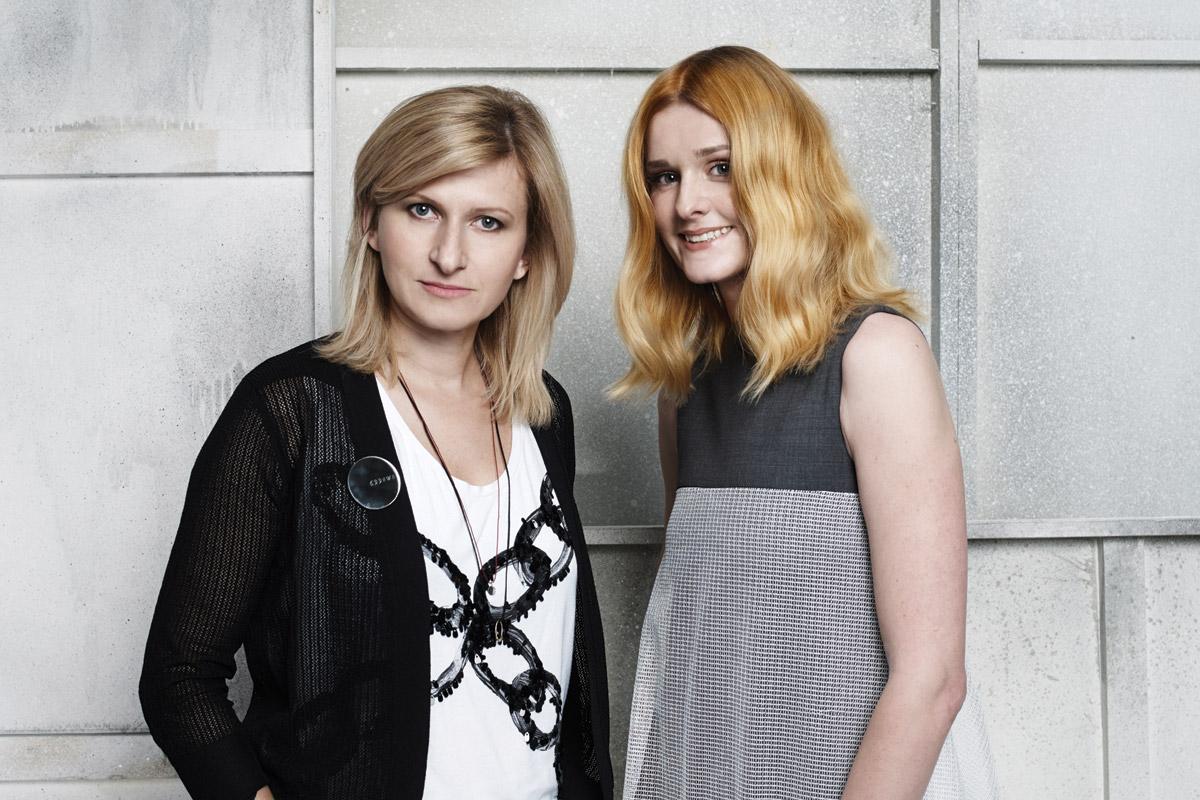 Kadeřnice Renáta Márová a modelka v účesu Fairytale IT look Golden lob.