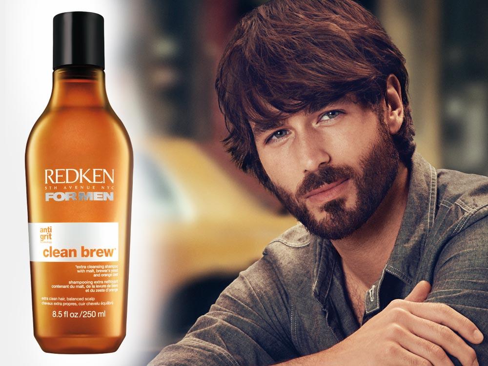 Nejenže šampon pro muže Redken CLEAN BREW obsahuje extrakty zingrediencí, které se běžně nacházejí vpivu, svým vzhledem ho dokonce i připomíná.