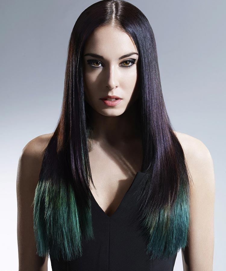 Zelené vlasy v odstínu Pantone Fall 2014 Cypress vytvořil Reed Hair Artistic Team. Barva zdobí decentně pouze konce vlasů.