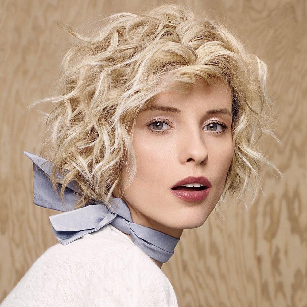 Účesy pro krátké vlasy podzim/zima 2014/2015: podzim patří rozvlněnému mikádu s francouzským šarmem.