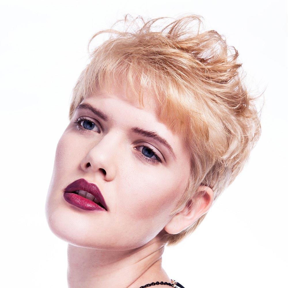 Účesy pro krátké vlasy podzim/zima 2014/2015: oživte blond krátké vlasy oranžovými akcenty!