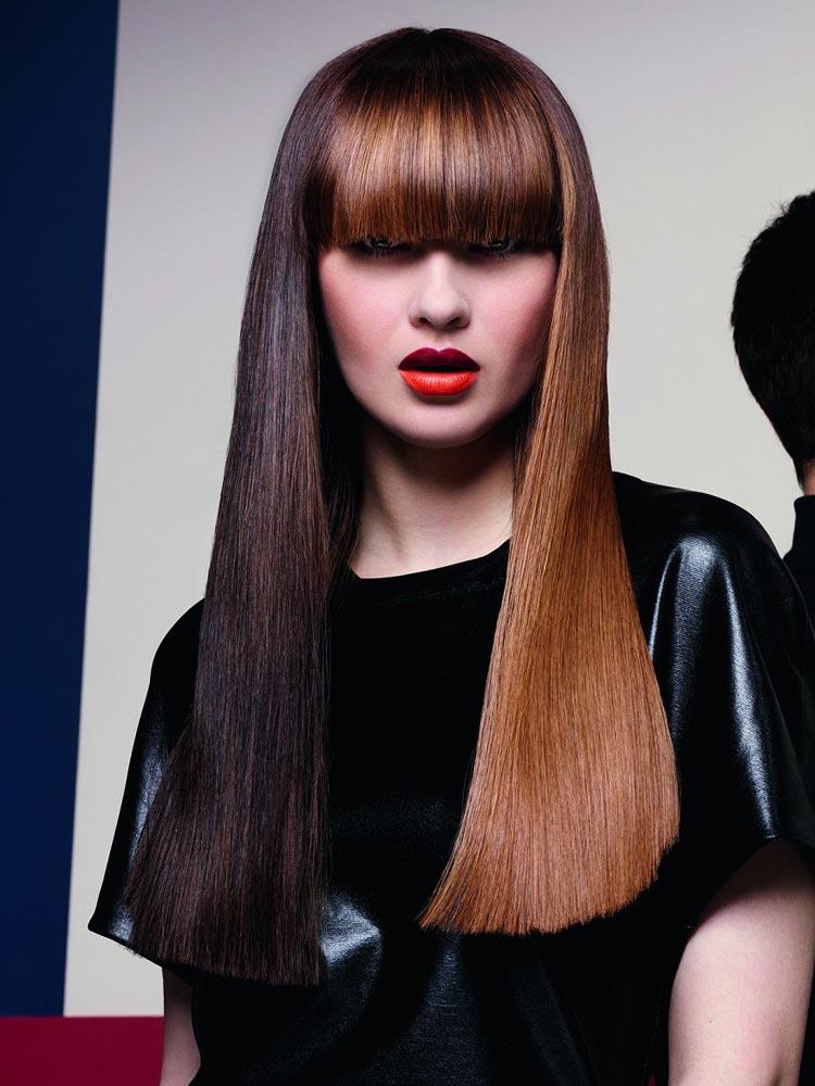 Účesy pro dlouhé vlasy – nové trendy pro podzim/zima 2014/2015: Dlouhovlasé brunetky v koňakových odstínech.