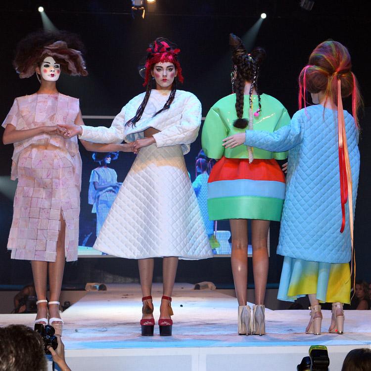 Vlasová show české sekce Haute Coiffure Francaise na Picasso Hair Show 2014.