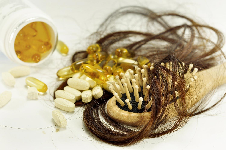 Některé léky mohou být příčinou padání vlasů.