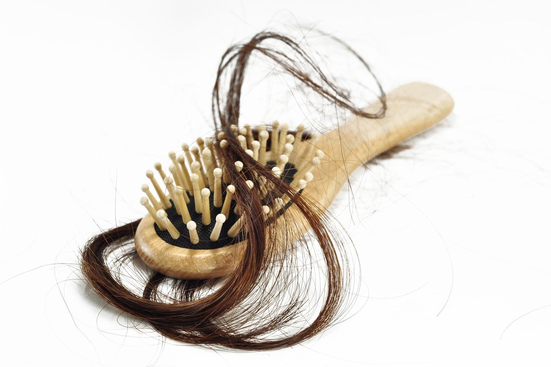 I běžné léky dostupné bez lékařského předpisu mohou zapříčinit vypadávání vlasů.