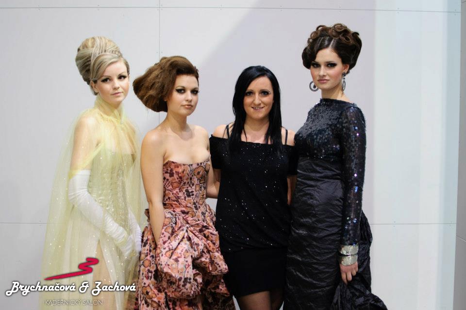 Spolumajitelka salonu Blanka Zachová se svými modelkami.