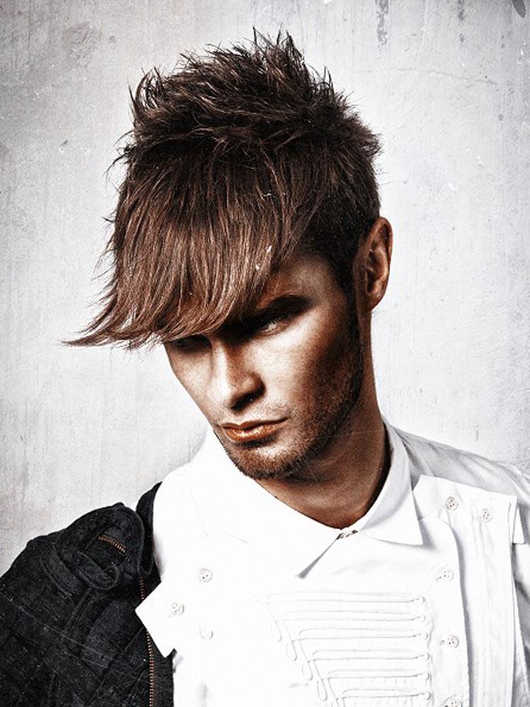 Jeden střih lze nastylovat do podoby několika pánských účesů. Stačí správná vlasová kosmetika pro muže a můžete zkoušet nové a nové kreace.