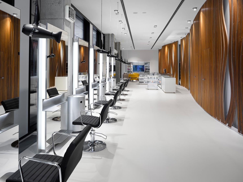 Bomton Florentinum – interiér nového studia sítě kadeřnických salónů Bomtom na Florenci