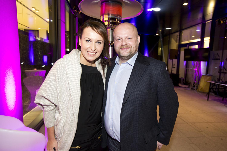 Slavnostním večerem provázela Lucie Šilhánová. Na fotografii s majitelem kadeřnické sítě Bontom, panem Karlem Kadlecem.