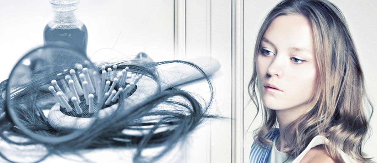 I když vypadávání vlasů u žen nebývá tak časté a většinou ani tak destruktivní jako u mužů, může nás překvapivě potrápit více, než si myslíme!