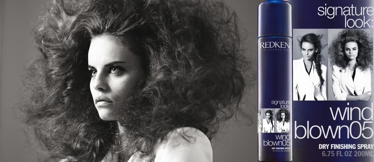 Naučte se na vlasy správně aplikovat nový styling Redken Signature Look – Wind blown 05. Dodá vašim vlasům objem při foukání.