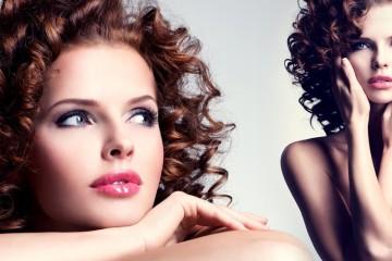 Hledáte inspiraci pro účesy na ples pro polodlouhé vlasy? Podívejte se na poslední trendy pro rok 2015. Víme, jak se učesat do společnosti!