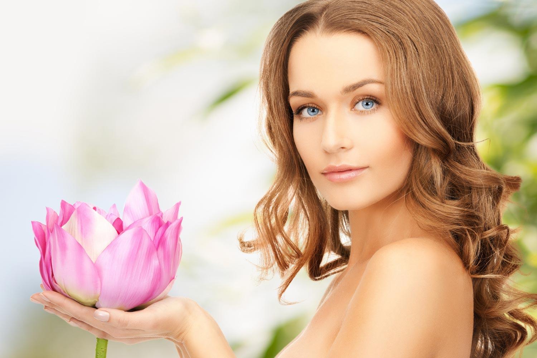 Správný účes a zdravé vlasy jsou nejrychlejším omlazením, které nám v občance odepíše i několik pětiletek!