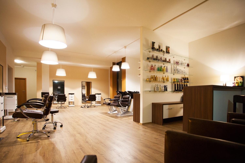 Interiér Salon EMOTION ve Zlíně. Nové kadeřnictví najdete na adrese Zarámí 90, Zlín.