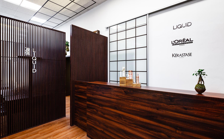 Plzeňský salon LIQUID vás přivítá v nových prostorách s úžasným novým designem interiéru.