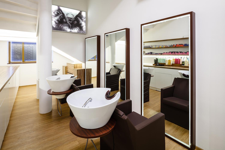 Pro interiér svého salonu LIQUID našel jeho majitel Rostislav Janků inspiraci ve švédském přírodním designu i v Asii a japonským stylu, který je jeho srdcovou záležitostí.