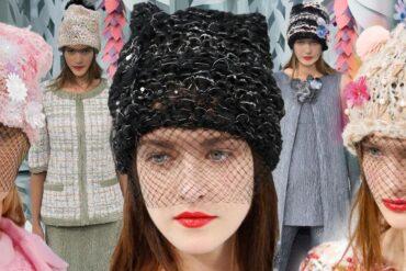 """Minule to byly tenisky, tentokrát čepice – Karl Lagerfeld jim za pomoci Haute Couture kolekce Chanel dal punc luxusu a noblesu """"vysoké krejčoviny""""."""