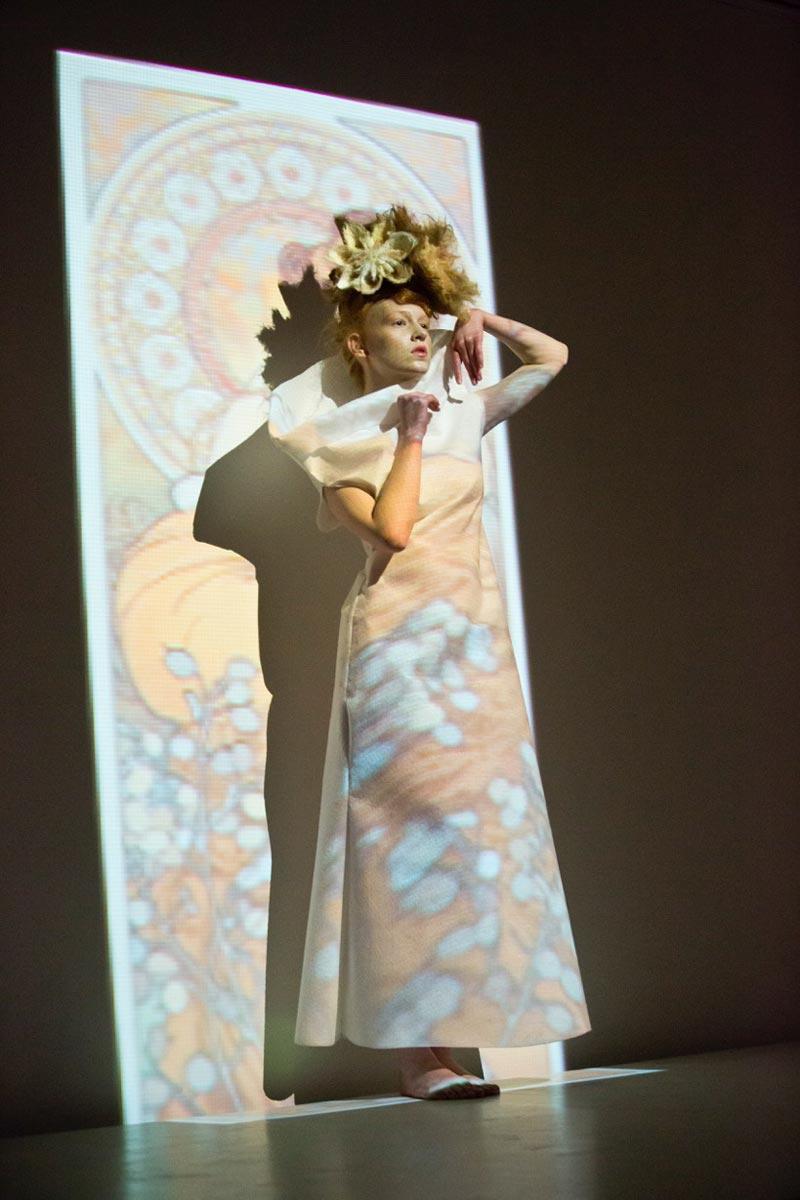 Vlasová a módní show studia BOMTON na oslavě dvacátého výročí svého vzniku.