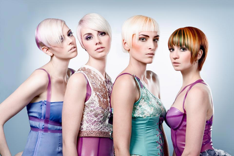 Jemné vlasy 2015 budou vypadat skvěle sestříhané a v pastelových barvách. (Kolekce: William De Ridder – Candy Pop.)