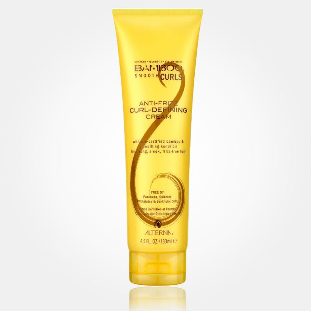 Alterna Bamboo Smooth Anti-Frizz Curl-Defining Cream má lehké složení na bázi kondicionéru. Přípravek oddělí a zjemní kudrliny vašich vlasů, zbaví je krepatosti a dodá jim tvar. Textura přípravku je jemná a zanechá vlasy na dotek hebké a tvarovatelné, bez efektu slepení jako u tužícího spreje.
