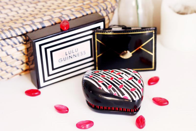 Kompaktní kartáč Tangle Teezer, chráněný odjímatelným nástavcem se svou velikostí hodí do každé kabelky