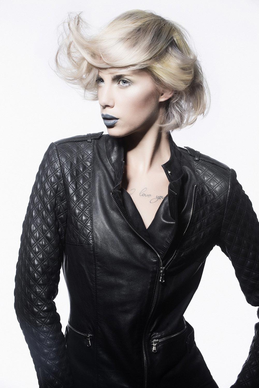 Kouřové líčení blond vlasů 2015 – úžasný efekt, kterým osvěžíte letos blond vlasy.