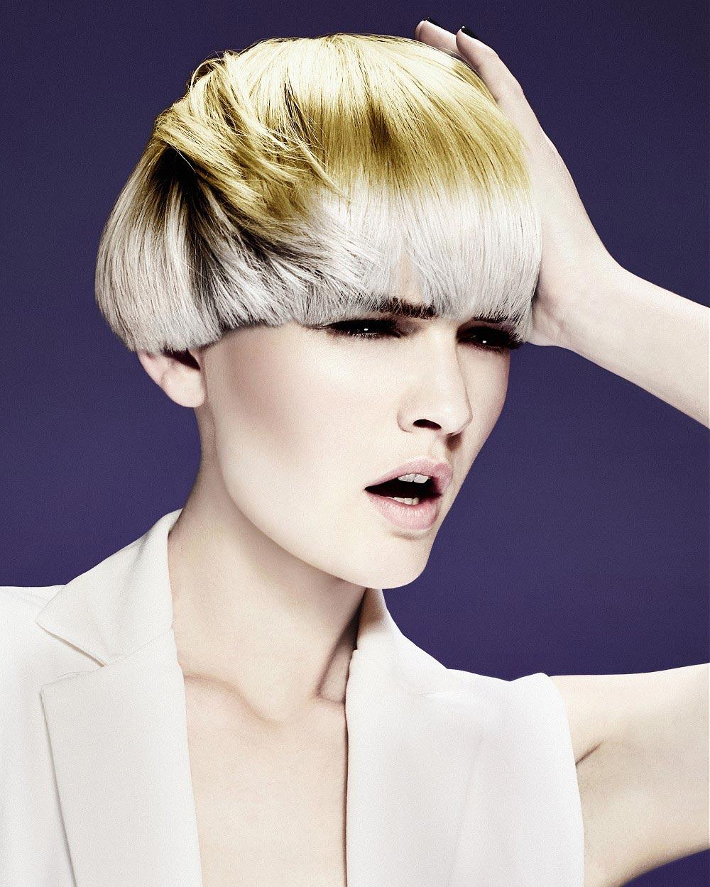 Žluté vlasy na platina blond účesu od Francesco Group.
