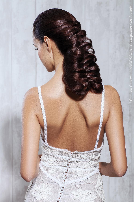 Svatební účesy z dlouhých vlasů přímo lákají k tomu, abychom je upletly! (Kadeřník: Christine Margossian)