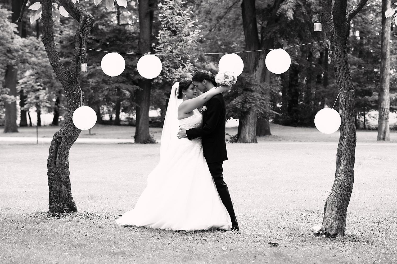 Díky krásným svatebním fotografiím můžete na svůj svatební den vzpomínat po celý život!(Foto: Jan Friesner, focení svateb ve městech Olomouc, Prostějov, Přerov, Šternberk a v jejich okolí)