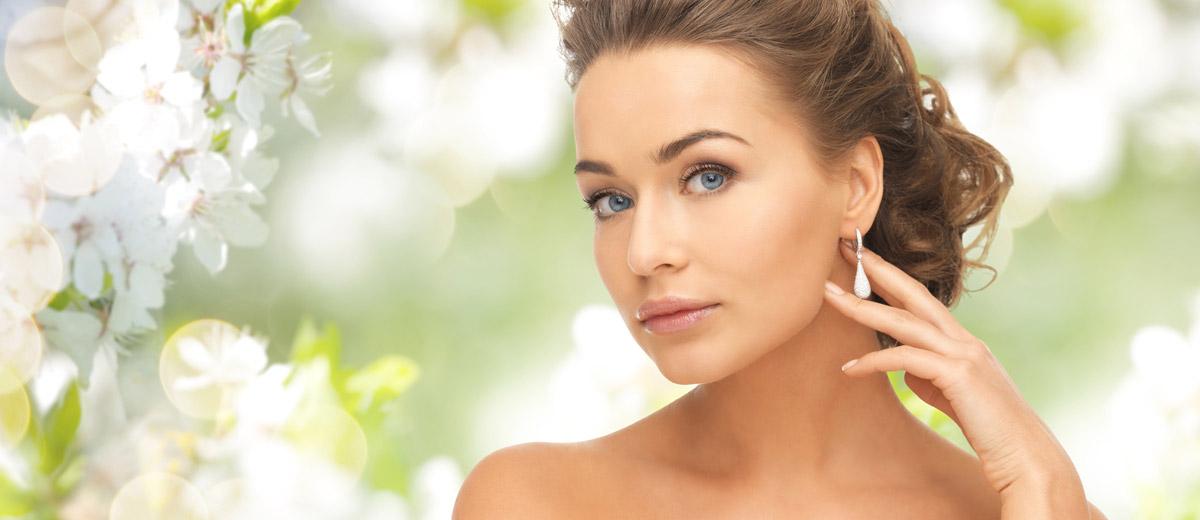 """Nejste spokojená s tvarem svého obličeje? Správný výběr účesu v kombinaci s vhodně zvolenými šperky do uší vás dokáže """"vylepšit"""" k nepoznání!"""