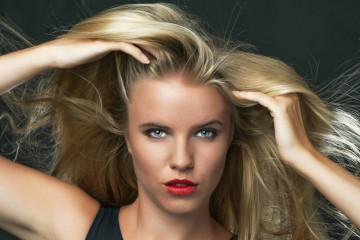 Jak si nechat narůst dlouhé vlasy? Mám pro vás návod, jak začít, jak to vydržet, jak růstu vlasů pomoci i jak co nejlépe o rostoucí vlasy pečovat!