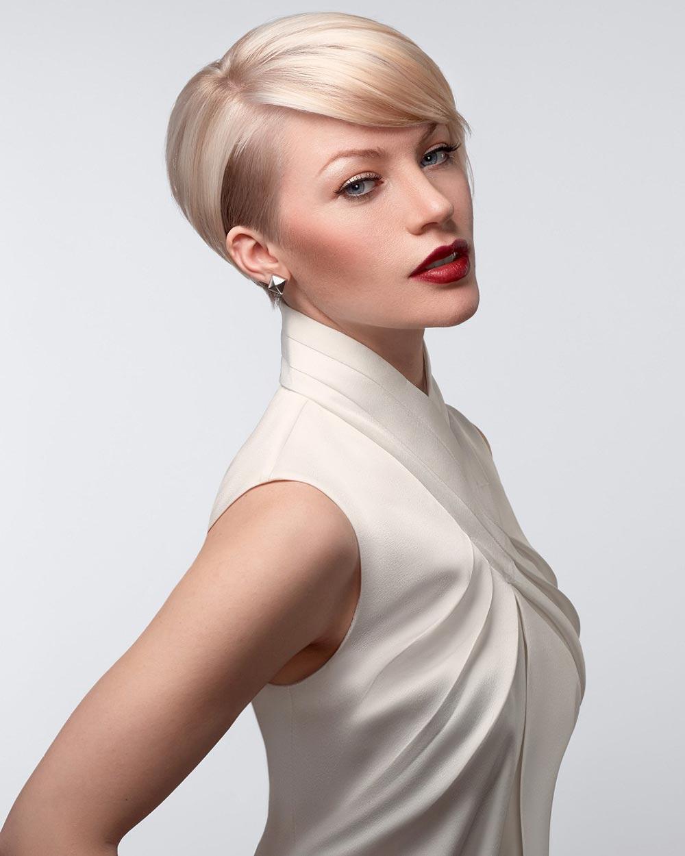Letní střih v dýmové blond barvě. (Team Sam Villa, léto 2015)
