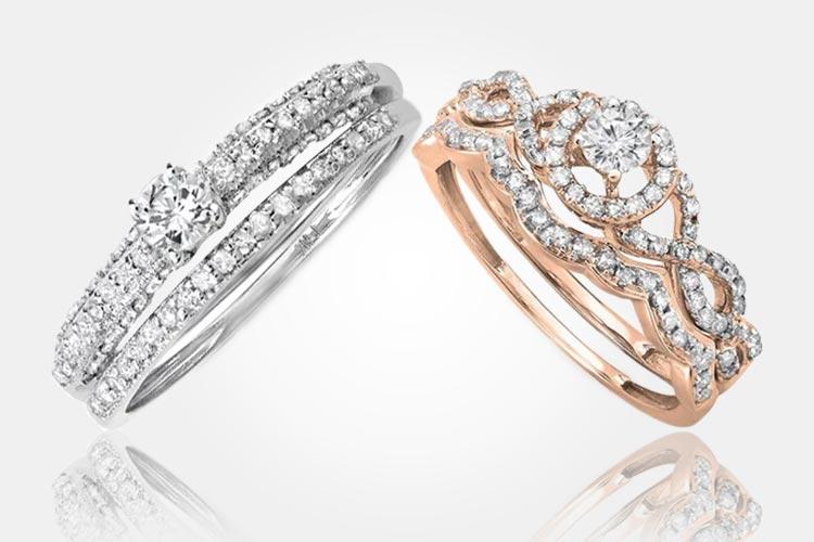 Vlevo: Souprava snubního a zásnubního prstenu z bílého zlata. Cena: 26 500 Kč. Vpravo: Diamantový set se zásnubním a snubním prstenem z růžového zlata. Cena: 24 900 Kč. (Dodává: Klenotnictví Klenota)
