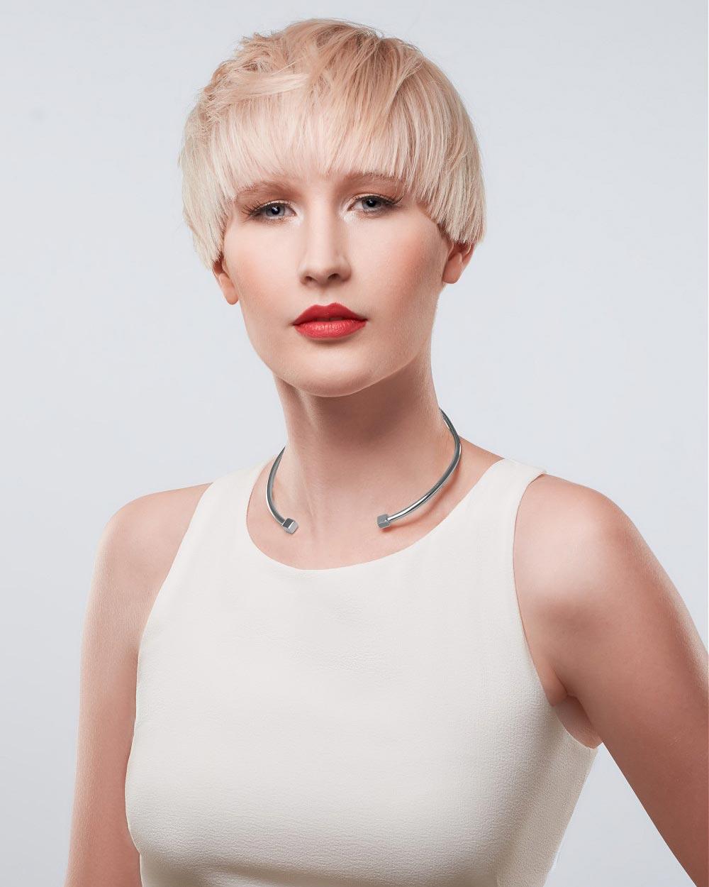 Androgynní účes jako letní střih vlasů pro ženy každého věku. (Team Sam Villa, léto 2015)
