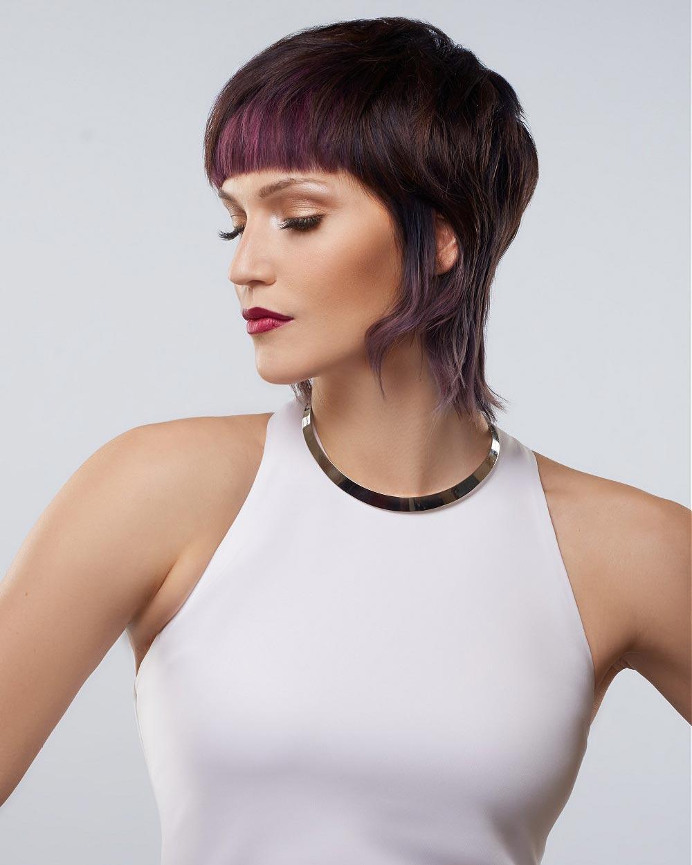Střih vlasů pro odvážné milovnice barev lesních plodů. (Team Sam Villa, léto 2015)