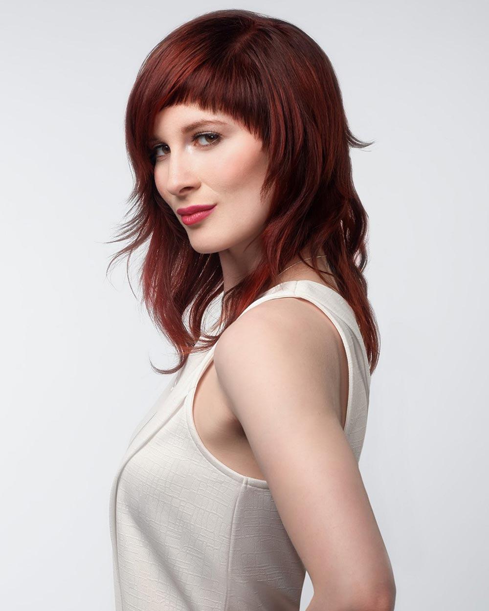Sestříhané dlouhé vlasy v kombinaci s barvou roku 2015 Marsala aplikovanou na střih vlasů jsou rozhodně úžasné! (Team Sam Villa, léto 2015)