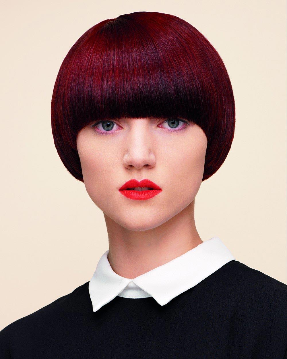 Marsala bob v hnědočerveném odstínu dokonale odpovídá letošním barevným módním účesovým trendům. (Andrew Collinge, Metropolis Collection, 2015).