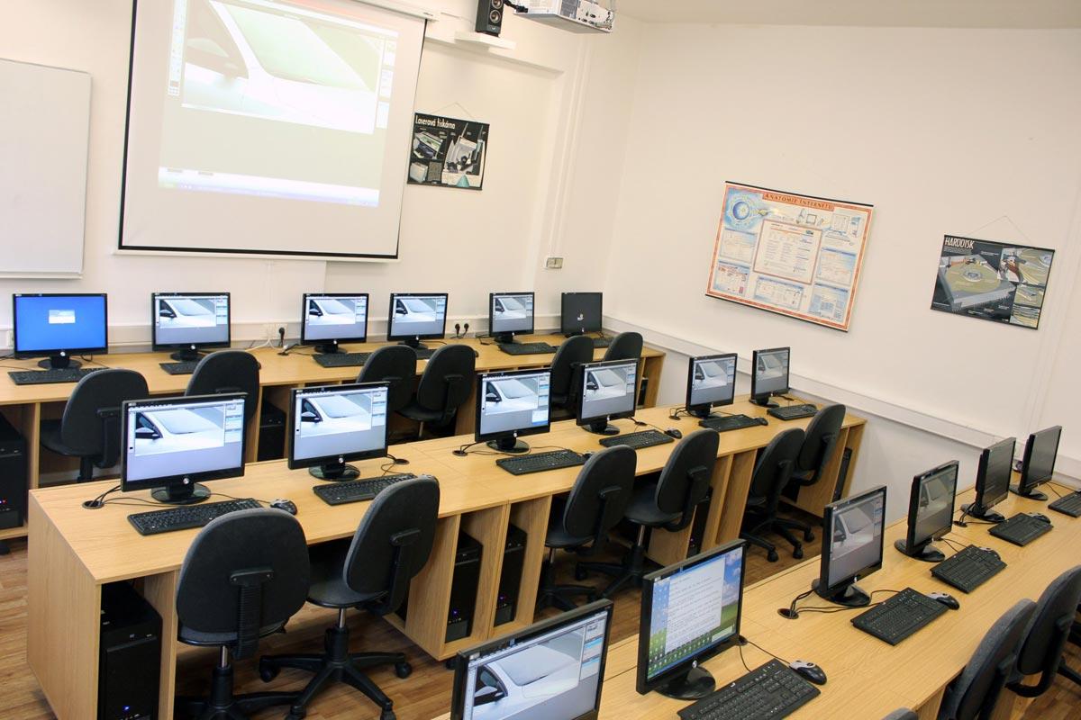 Střední škola cestovního ruchu v Praze je pro studium oboru Multimediální tvorba výborně připravená.