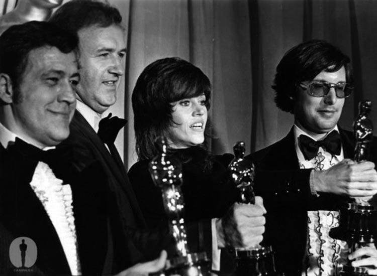 V shag účesu si Jane Fonda dokonce přebírala cenu za nejlepší ženský herecký výkon za film Klute na 44. ročníku Academy Awards (Oscars)