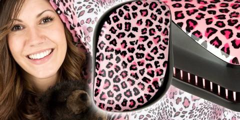 """Kartáč na vlasy Tangle Teezer přichází v """"kůži"""" růžového leoparda – oblíbený kartáč si teď můžete pořídit v edici Tangle Teezer Pink Kitty."""