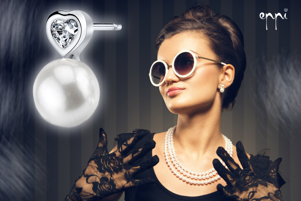 Naučte se kombinovat šperky a účesy! Zejména náušnice musíte dokonale sladit s vašim účesem. Tipy na zlaté a stříbrné náušnice, prsteny, náhrdelníky i další šperky najdete v internetovém klenotnictví Eppi.cz.