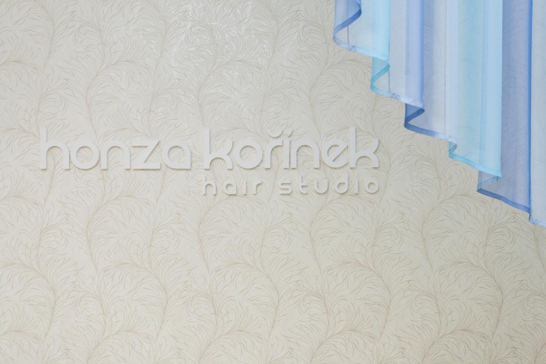Úspěšný český kadeřník dal svému hair studiu nový design interiéru.
